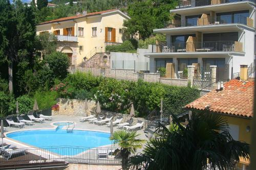 Výhled na bazén z ubytování Hotel Galvani nebo okolí