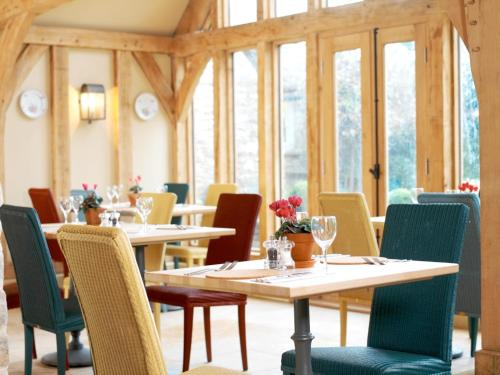 A restaurant or other place to eat at The Swan Inn Swinbrook