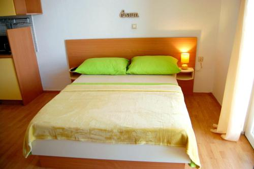 A bed or beds in a room at Studio Ante