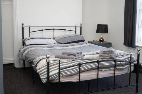 Hullidays - University Side Lg 4 bed House