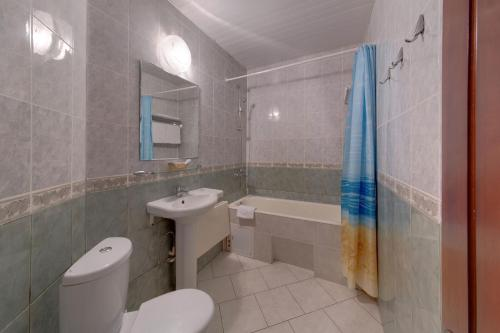 Ванная комната в Загородный клуб Айвенго Гостиница Джунгли