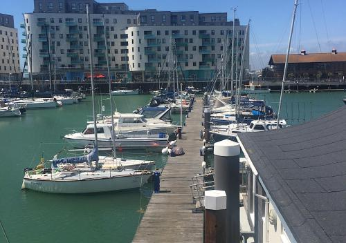 Brighton Marina Floating home