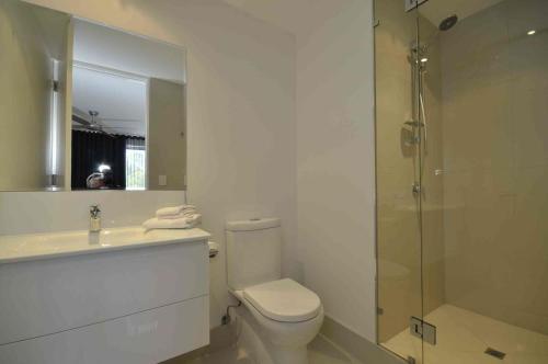 A bathroom at Jacaranda Noosa