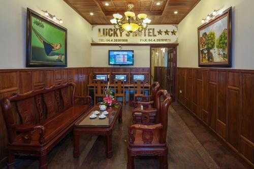 A restaurant or other place to eat at Lucky 3 Hotel