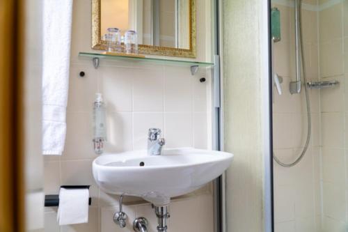 Een badkamer bij Hotel am Bach
