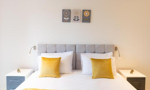 Luxury Serviced Apartment in St Albans, 5 min walk to Station, Free Super-fast Wifi, Free Allocated onsite Parking