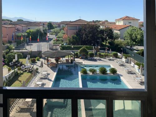 A view of the pool at River Park Hotel or nearby