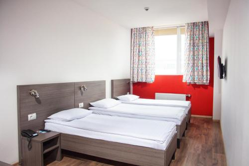 A bed or beds in a room at Hotel Marenero