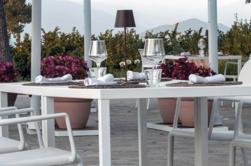 En restaurant eller et andet spisested på i Cacciagalli