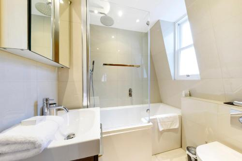 A bathroom at Fitzrovia by CAPITAL