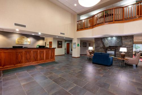 The lobby or reception area at Wingate by Wyndham Helena