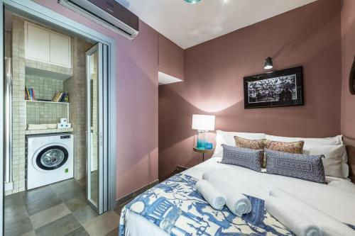 A bed or beds in a room at Fontana di Trevi Luxury Nest