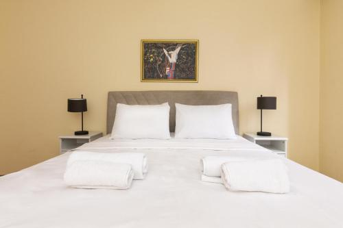 A bed or beds in a room at Comfortable, near Sabiha Gokcen Airport and Viaport Shopping Center 2 BR