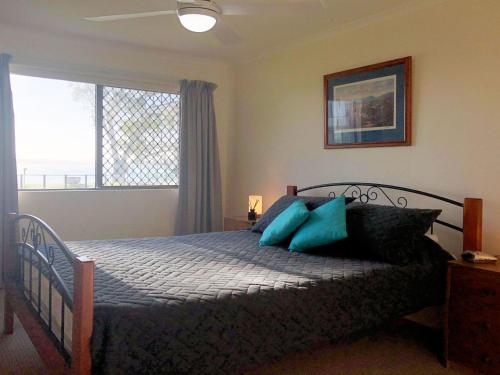 A bed or beds in a room at 15 'The Poplars' 34 Magnus Street - great complex with pool & close to town
