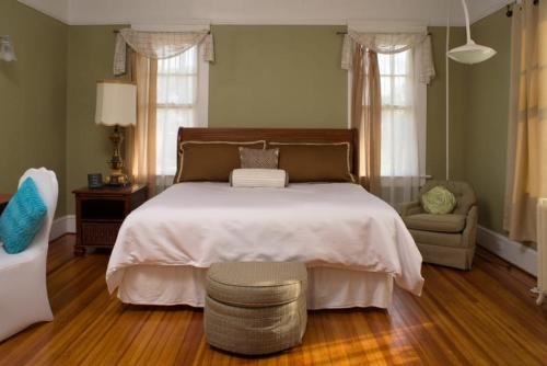 A bed or beds in a room at Morgan and Wells Bed and Breakfast