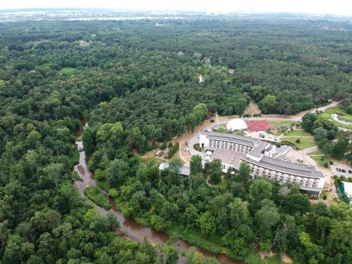A bird's-eye view of Holiday Inn Warsaw Józefów