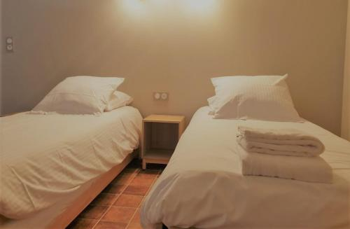 A bed or beds in a room at Domaine du Grand Nanteux