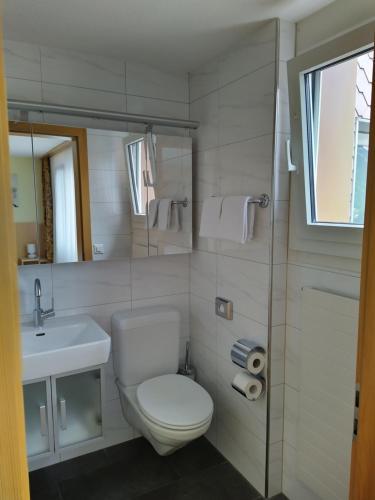 A bathroom at Das Hotel Sherlock Holmes