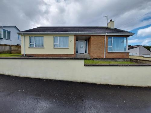HOMELY YELLOW BUNGALOW -Articlave-near Castlerock