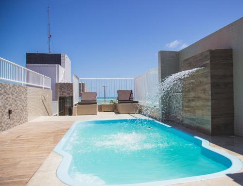 A piscina localizada em Hotel Costa do Atlântico ou nos arredores