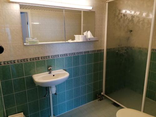 Ett badrum på Hotel Esplanad