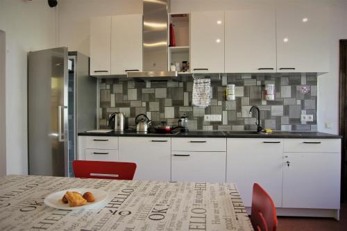 A kitchen or kitchenette at Central Hostel Jelgava