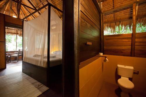 A bathroom at Rimba Resort