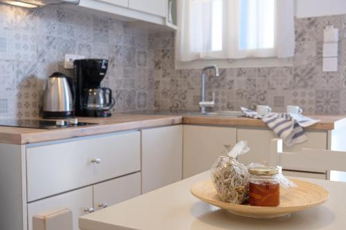 A kitchen or kitchenette at Helen's Minimal Studios & Apartments