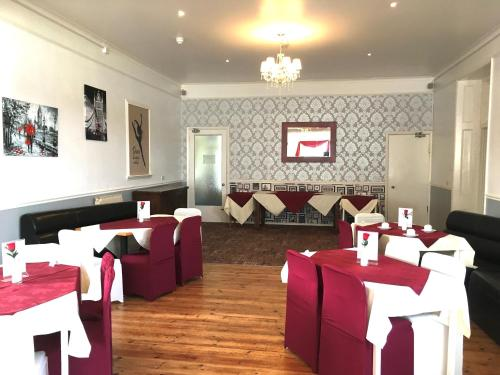 A restaurant or other place to eat at Wighthill Hotel