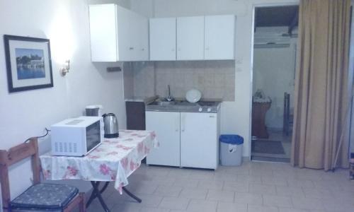 A kitchen or kitchenette at Kitesurf Paradise Studios
