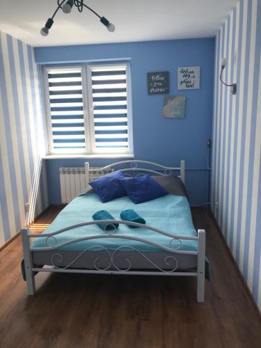Łóżko lub łóżka w pokoju w obiekcie Apartament Lazur