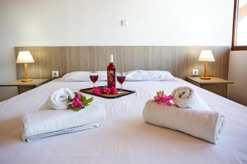Ένα ή περισσότερα κρεβάτια σε δωμάτιο στο The Blue Apartments and Beach