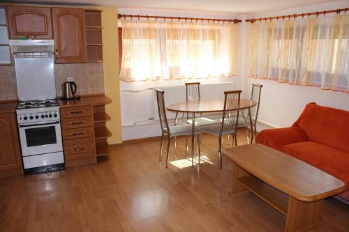 Kuchyňa alebo kuchynka v ubytovaní Privát Hriadky