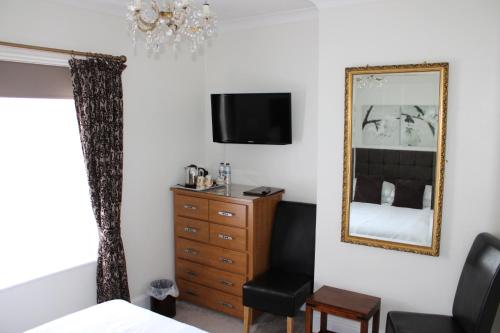 A television and/or entertainment center at Southernhay Guest House