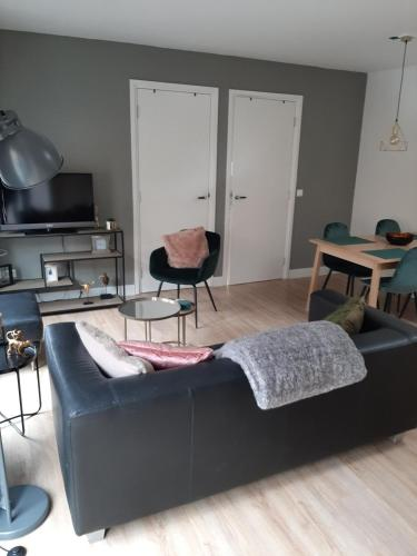 A seating area at Zomerhuis Carolina