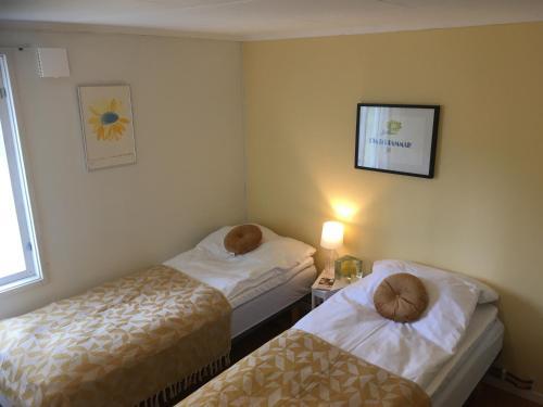 Een bed of bedden in een kamer bij Sergel B&B