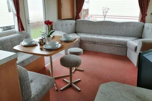 3 bedroom self-contained Caravan next to beach