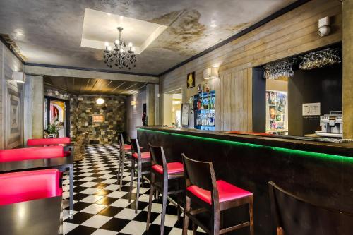 Salon ou bar de l'établissement Sud Hôtel