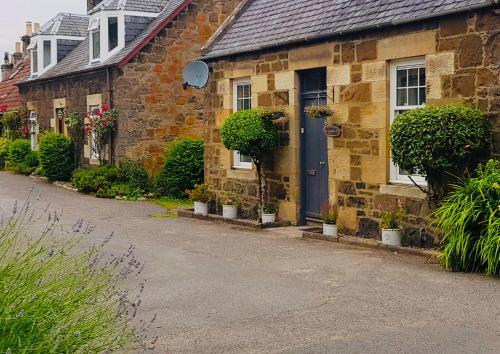 Holmlea Cottage