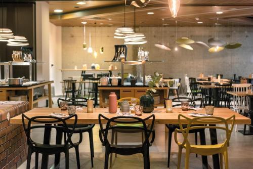 Ein Restaurant oder anderes Speiselokal in der Unterkunft Seminaris Hotel Lüneburg