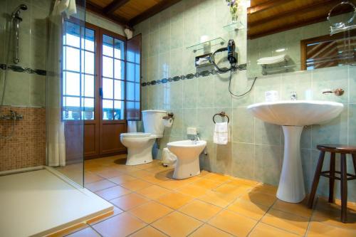 A bathroom at Casa Antiga Do Monte