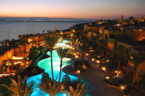 Vista de la piscina de Kempinski Hotel Ishtar Dead Sea o alrededores