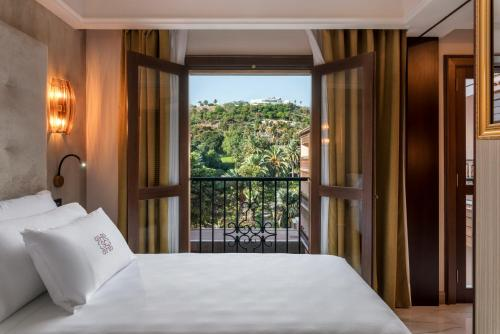 A bed or beds in a room at Santa Catalina, a Royal Hideaway Hotel 5*GL