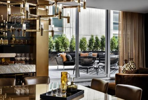 A restaurant or other place to eat at Bisha Hotel Toronto