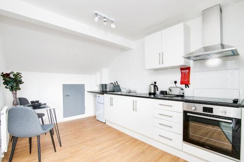 A kitchen or kitchenette at SCA-Stunning Wolverhampton Studio 5