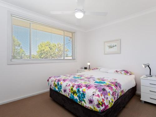A bed or beds in a room at Argyle Cottage' 41 Argyle Avenue - great family home for holidays