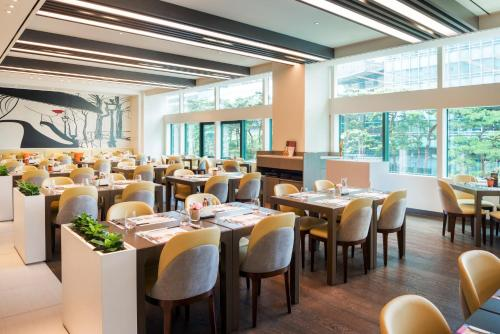 A restaurant or other place to eat at Ibis Styles Ambassador Seoul Gangnam