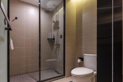 A bathroom at Mehood Theater Hotel (Chengdou Chunxi Road, Taikoo Li)