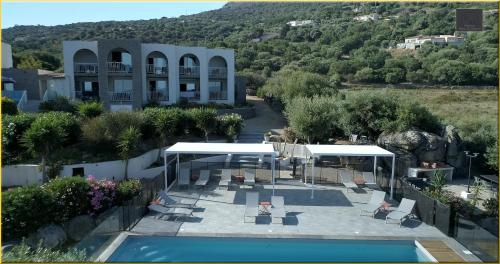 A view of the pool at Résidence Roc e Mare or nearby