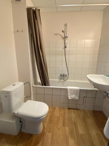 A bathroom at Hotel O Ieper